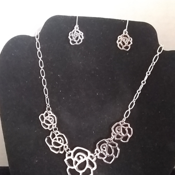 Cookie Lee Jewelry - Necklace